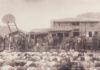 分救濟品的場景。地點為介壽廣場。翻拍自《典藏馬祖》、《時空寄情一一馬祖》