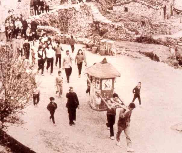 花轎背景是珠螺上村,陳常德家附近。新娘子是吳伙仙,現居桃園